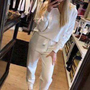 Comfy Suite Capuchon White Model By Botique-Fashion